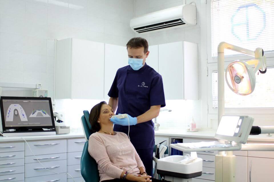 Tekscan registra l'activitat masticatòria i mostra els contactes dentaris durant els moviments de mandíbula