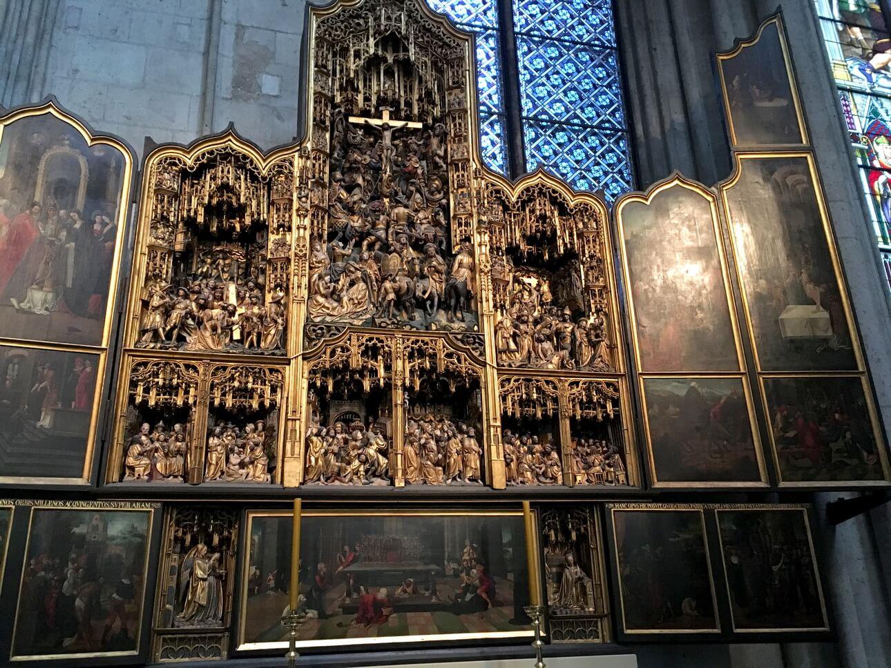 Interior de la catedral gótica de Colonia, Alemania. Patrimonio de la Humanidad por la UNESCO.