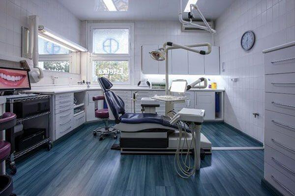 Clínica Dental Padrós a Barcelona compta amb 6 amplis boxes molt lluminosos