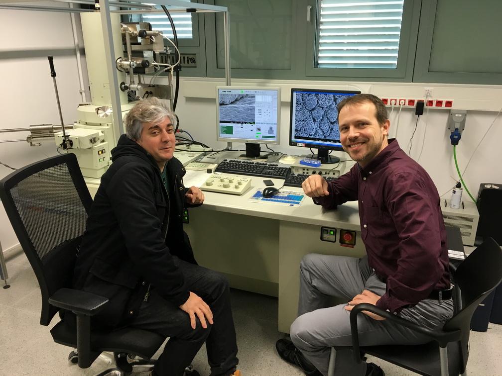Estudis amb microscòpia electrònica d'alta definició a la Universitat Politècnica de Catalunya