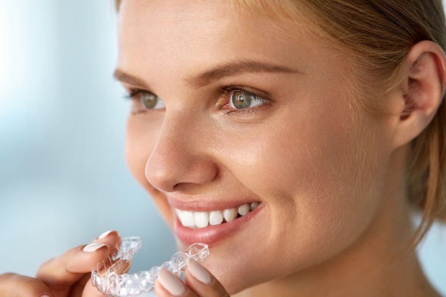 Disposem del tractament d'ortodòncia invisible Invisalign en clínica dental Padrós, el teu dentista a Barcelona